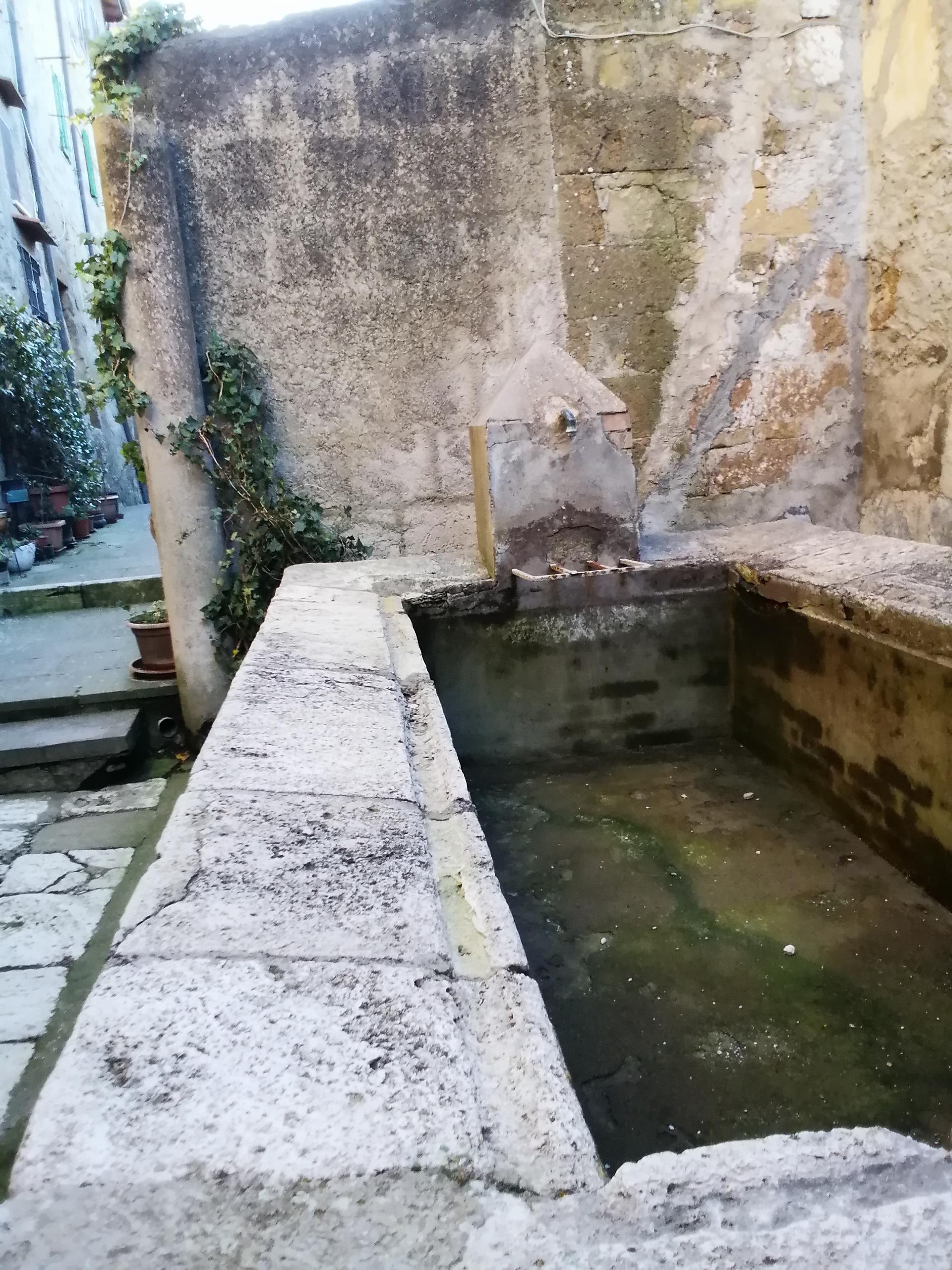 lavatoio nella Fratta pitigliano